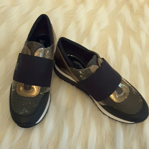 d0cd88e3b29c1 Michael kors sneakers gold and black with white